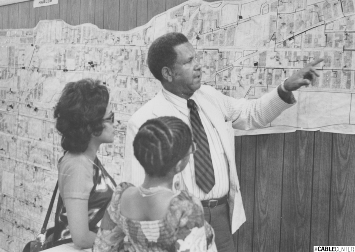 Henry Pearson of TelePrompTer shows map to Manda Pillay and Valerie Holt